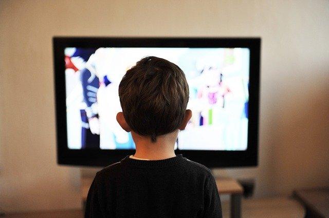 dziecko telewizor